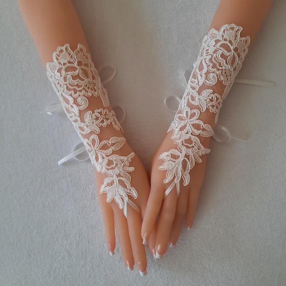 Fingerless gloves lace Ivory Wedding gloves bridal gloves lace gloves fingerless gloves french lace gloves gloves bridal accessory bridetobe