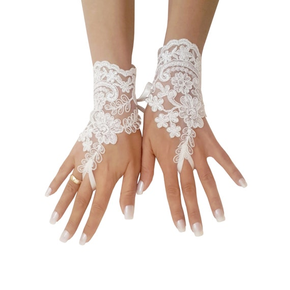 Ivory or champagne lace gloves, bridal gloves, lace gloves fingerless, wedding gloves, bridal accessories, beach wedding, open palm glove