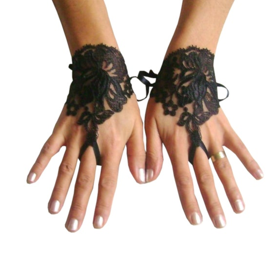 Gothic lace glove, black cuffs, wristlets lace, steampunk, gothic wedding, bridesmaid gift, bridal shower, beach party, prom party,