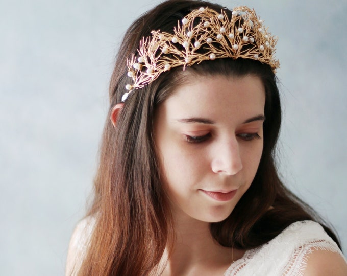 SALE- Woodland Queen Rose Golden crown, Wedding Bridal Tiara Headpiece with  Faux Pearls, Silver bridal crown