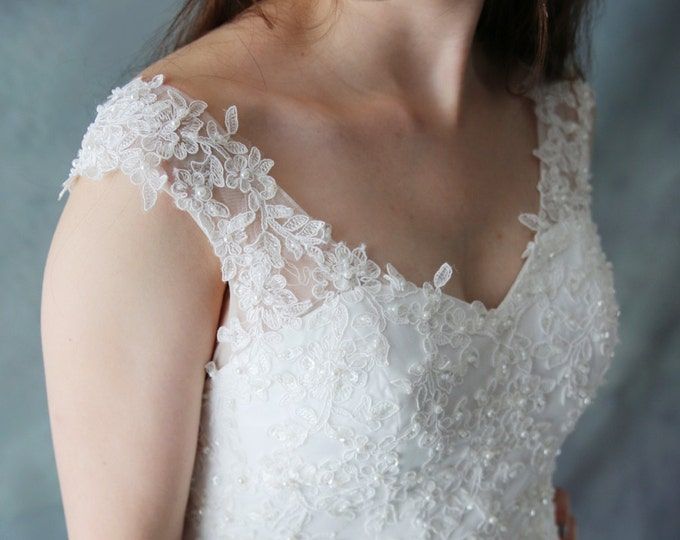 Clearance- US4-Romantic Design Fitted Waist Soft Lace Wedding Bridal Gown - Custom Made lace wedding gown with V neck