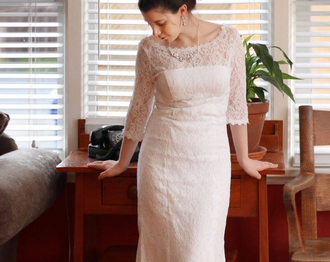 Retro Design 3/4 Sleeve Lace Bridal Wedding Dress Gown. Perfect For Woodland/Beach Wedding, Simple scoop neckline lace wedding dress