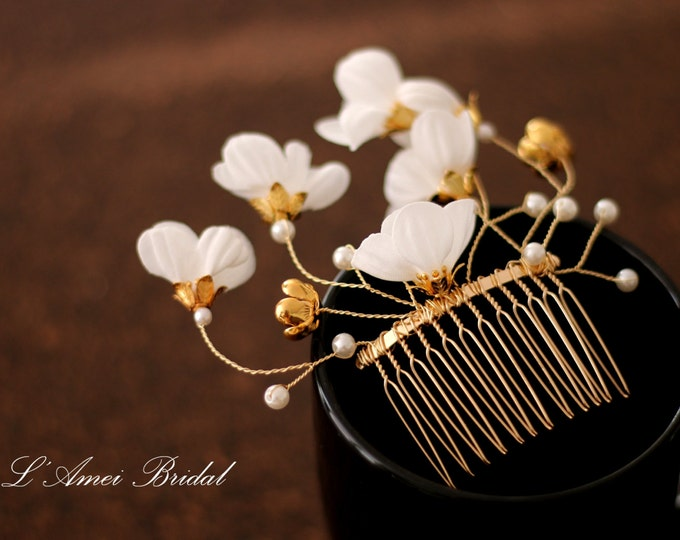 Ivory white small Flower with pearl and  Golden flower Bridal Wedding Hair Comb set