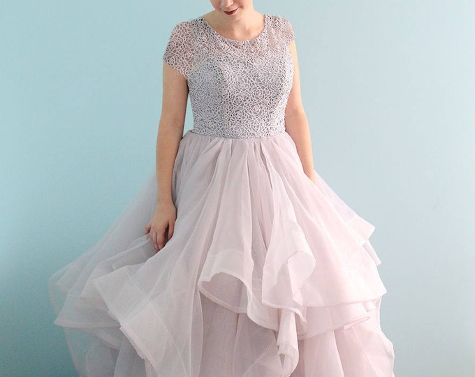 Elegantly Chic Light Grey Lace Bridal Wedding Dress Light Princess Ballgown Perfect For outdoor Wedding