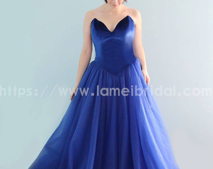 Elegantly Chic Retro Blue Velvet Floor length A-Line Princess Bridal Wedding Dress Ballgown Perfect For Outdoor Wedding or Prom