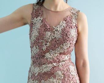 7b818bb64f679 Prêt à expédier - belle étage longueur modifié une ligne dentelle bal ou  mère de la robe de mariée