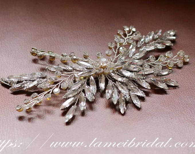Pretty in Silver color Comb - Bridal crystal  Hair Accessory - Bride Bridesmaid Flower girl - Silver Crystal Rhinestone wedding hair comb