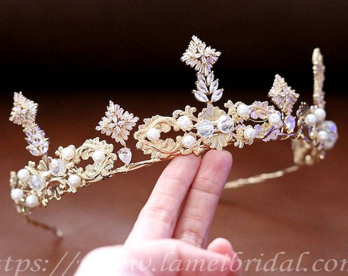 Golden Retro Wedding Crown, Glod Bridal Tiara ,Art Deco inspired golden tiara,Metal and crystal Wedding Hair Accessory