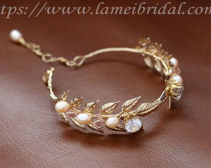 Golden Bridal leaf bracelet, Wedding jewelry, Bracelet adorned with golden leafs and freshwater pearl