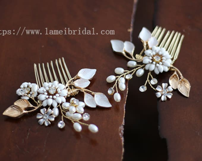 White flowers hair pins, set of 2 pins, flower girl hair accessories, rustic hair accessories, rustic white flower hair comb, small flower