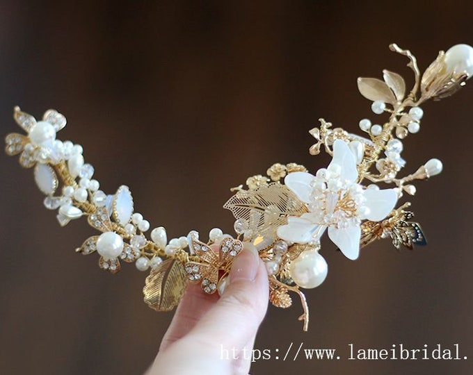 Ivory white Flower with gold leaf  and shell Wedding hair vine Gold Bridal Crown Tiara shell Circlet Headpiece,seashell short hair vine clip