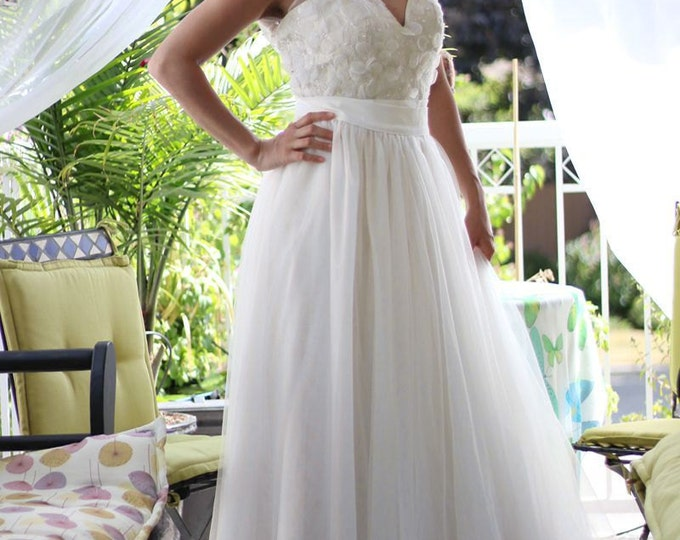 Sexy Deep V Two-Piece Wedding Dress Perfect for Ceremony and Party for the Fashionable Bride AM0920