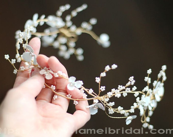 Small white Flower hair vine Wedding Circlet Crown ,white wedding Headpiece ,Golden Bridal Hair Accessory, Bridal headpiece Bridal hair vine