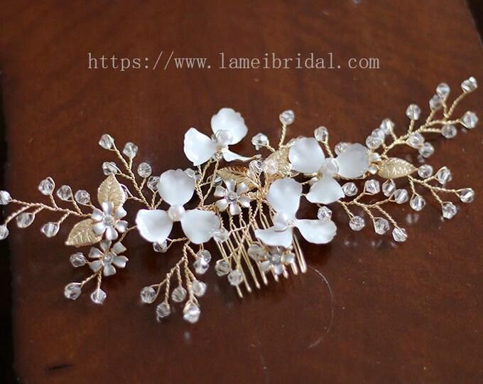 Heavy beaded  Bridal flower hair comb, Golden flower wedding hair comb, Bridal Hair Vine, Bridal Headpiece, Beaded leaf Bridal hair comb
