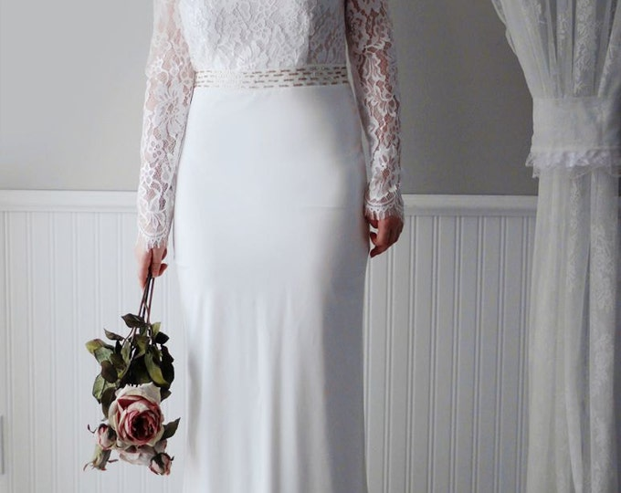 CLEARANCE - CLEARANCECLEARANCE US 8- Affordable Sexy Fitted Long-sleeved Lace Bridal Wedding Dress with High Slit and See through Shoulder