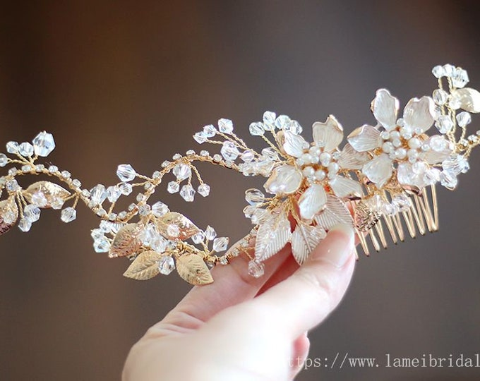 Heavy beaded  Bridal flower hair comb, Golden flower wedding hair comb, Bridal Hair Vine, Bridal Headpiece, Beaded leaf Bridal hair comb