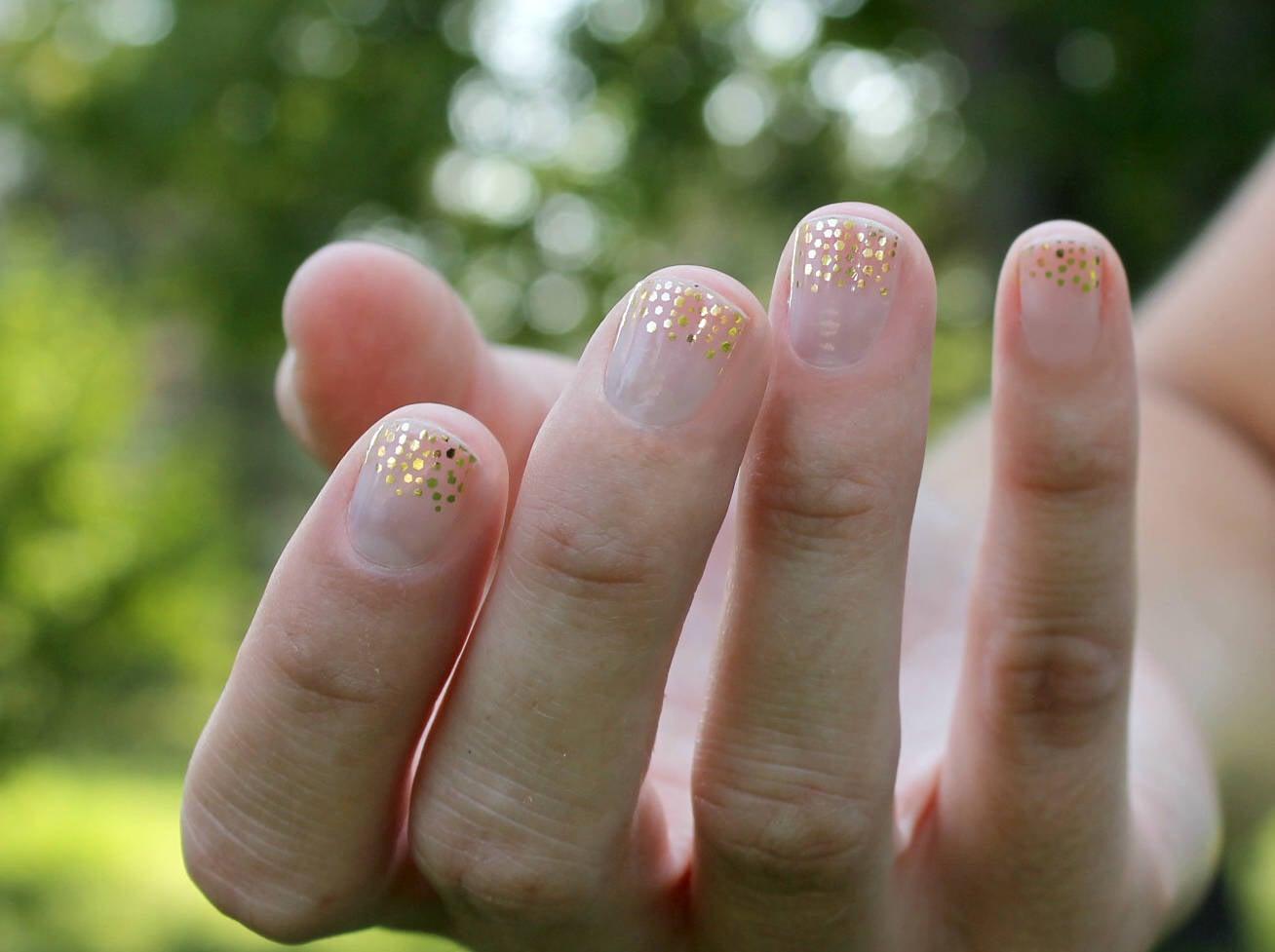 Gold Bailey Nail Wraps