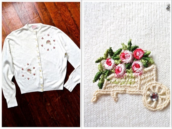 White Roses Scoop Neck Vintage 1950s Floral Applique /& Rhinestone Cardigan Acrylic Large Button Up Long Sleeve Pink