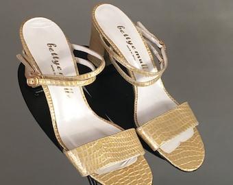 95293fe5d62f Beautiful Vtg Bettye Muller Beige Yellow Faux Skin Leather Unworn Strappy  Slide Sandal Shoe Chunky Heel 8 M