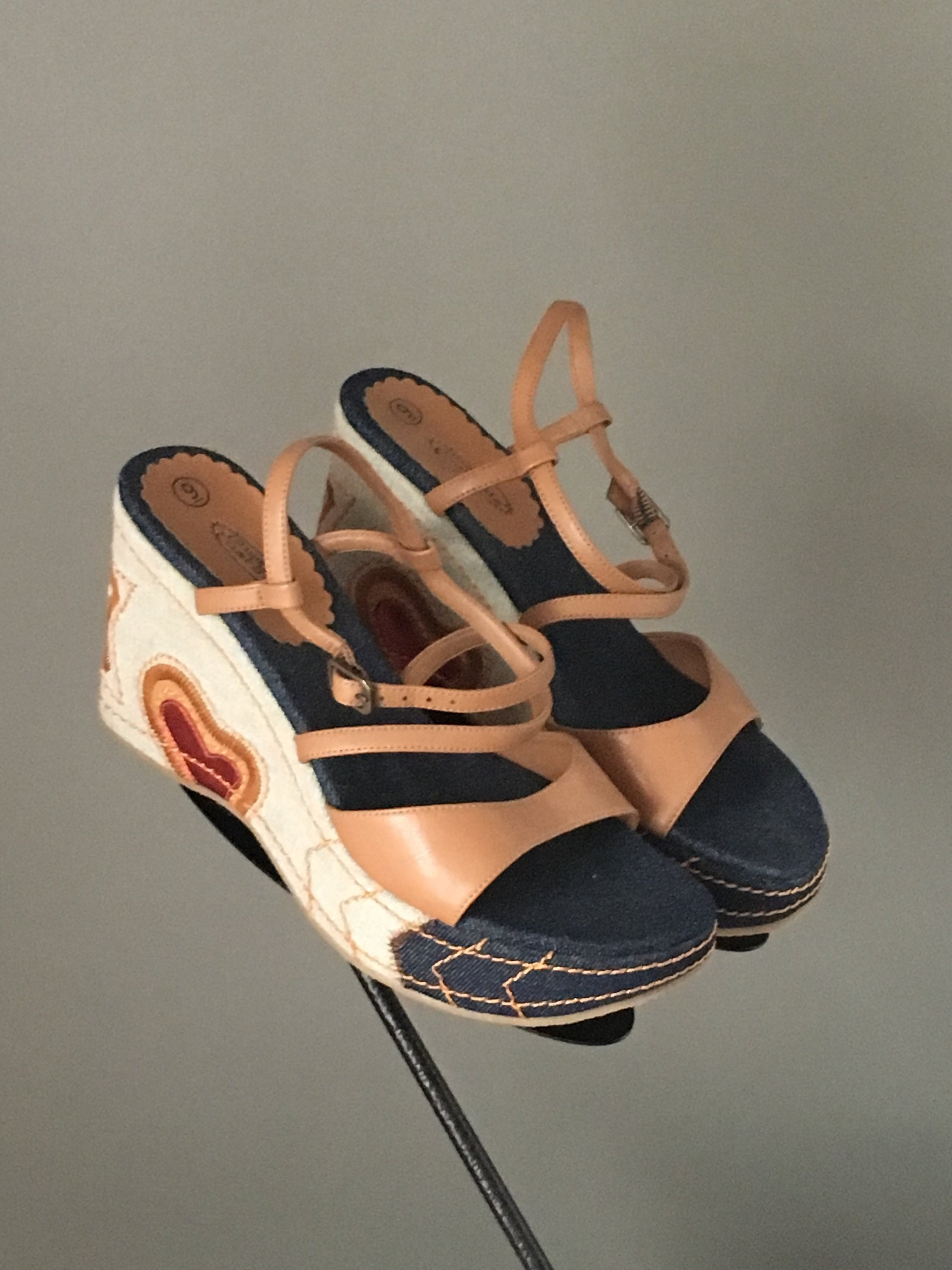 5a4916dc2b2197 Super Cute Vtg 90s Platform Sandal Shoe Hearts and Stars on Denim ...