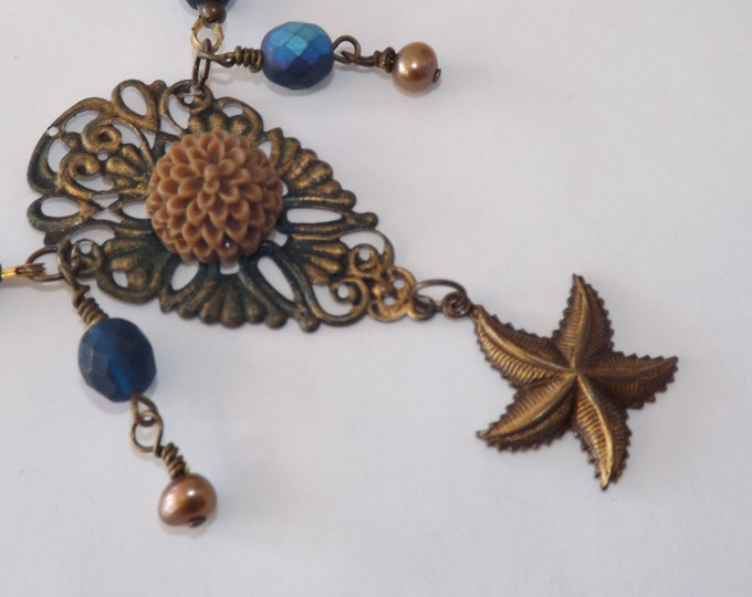 Necklace. Pearl, filligree and crystal.