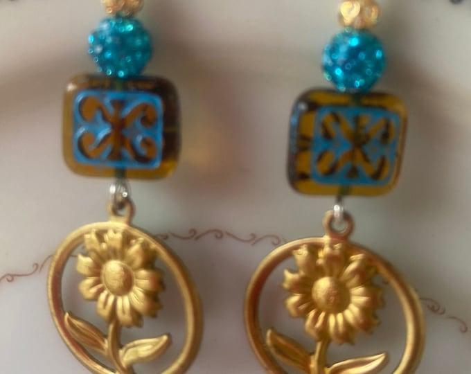 Flower earrings, blue