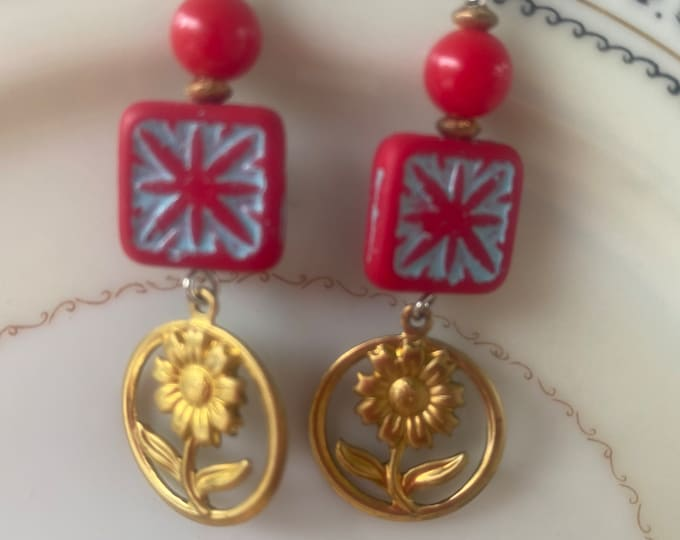 Flower earrings, red