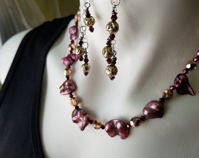 Necklace Pearl and Crystal with dangle earrings