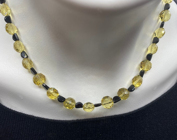 Multifaceted vintage yellow and black spinel beaded cocktail party choker necklace