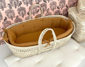 Baby moses basket with optional cloud blue lining