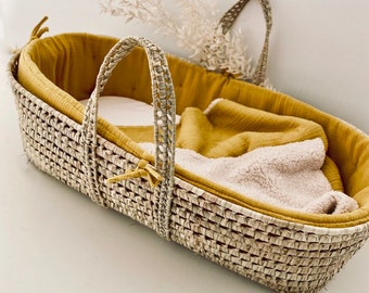Baby moses basket with optional mustard lining