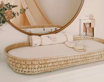 Changing table basket with mattress and cover sheet