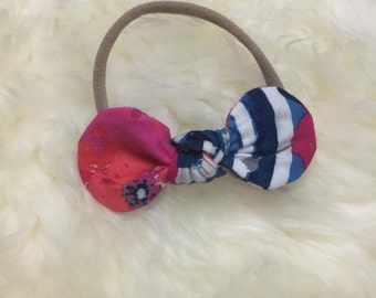 Poppy knotted bow on skinny nylon band headband