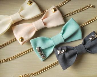Valentinstag-Armband / Faser-Schmuck / bow Armband / Bolzen / handgefertigt / Brautjungfer / Bachelorette Partei/Geschenk Ideen / golden Kette