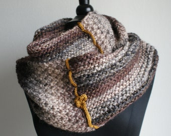 Round scarf woman pure brown wool and golden thread
