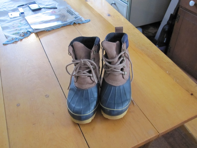 Ladies sz 7 Duck boots winter boots snowboots thisulate inside leather upper mid calf tie front Weathermates Mint