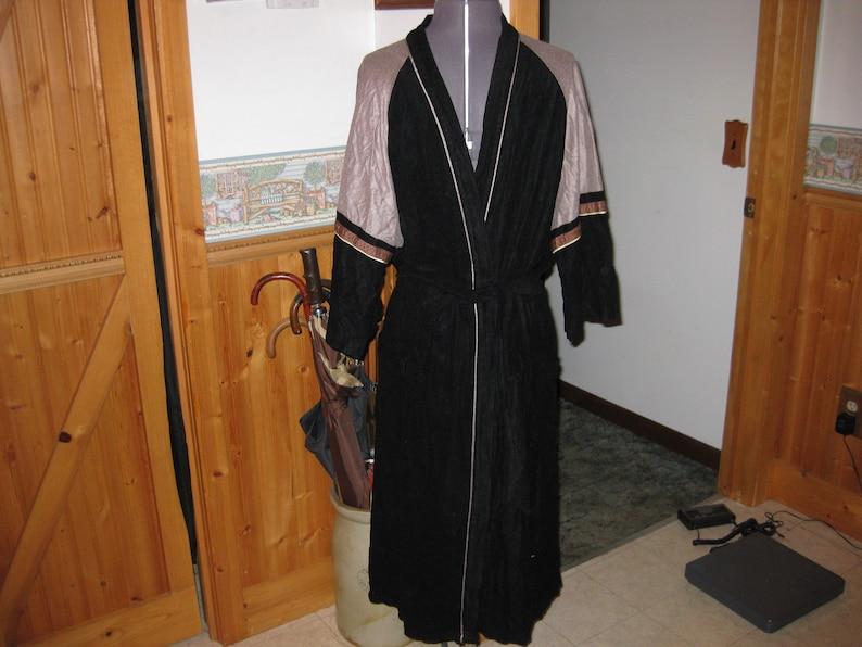 Vtg Black tan gray colorblock mad man smoking hefner robe made by diplomat velour one sz to large