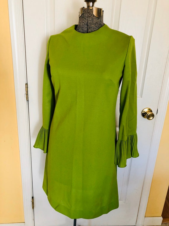 Vintage 70's Lime green flared sleeve dress. M