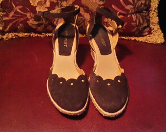 Women's Brown Suede Like Espadrilles Size  7M.
