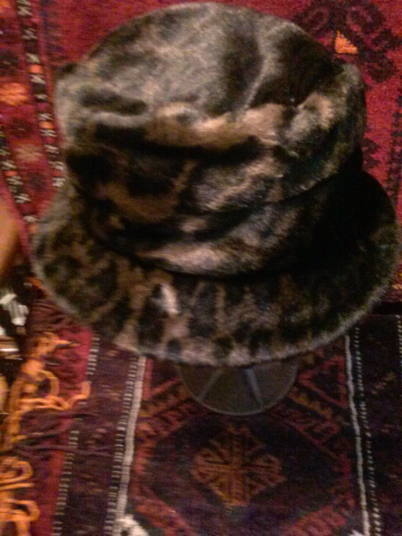 vtg.faux leopard hat 18.0 inches circumference
