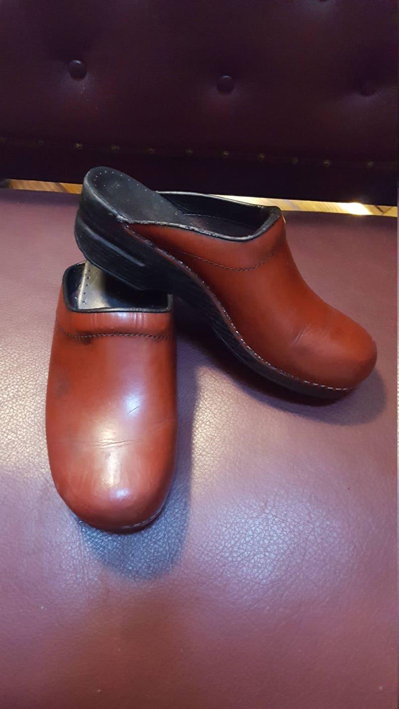 b5d013a2d8d58 Vintage Distressed Dansko Clogs Size 41 Sold As Is