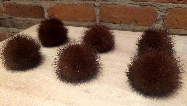 Pom Pom - Pom vison marron Pom Pom - - tricoter fournitures - foulard Pom - fourrure chaussures - artisanat - recyclé - chapeau Pom - tricot chapeau de fourrure - amovible - 2 pouces 5f3d33