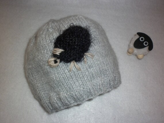2598dc44c407 Bonnet mouton enfant tricot 100 % fait main en France gris et   Etsy