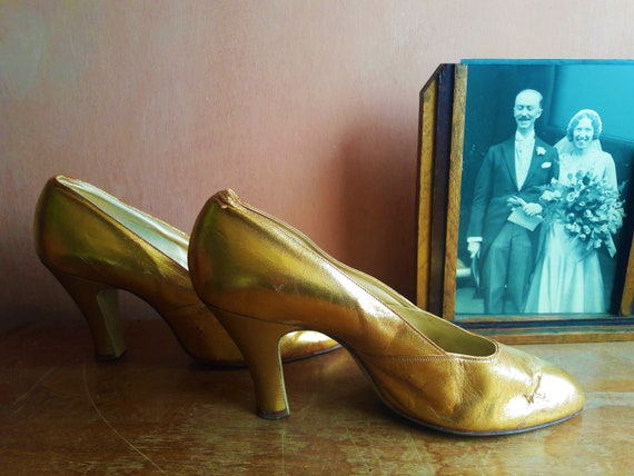 Vintage 30s Dolcis shoes Vintage Gold Shoes Size U