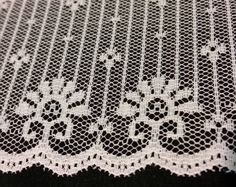 "Beautiful Vintage 3"" Wide Tree style Lace"