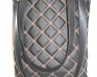 Medium sized Black Leather Handbag