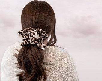 Leopard Jumbo, oversized scrunchie