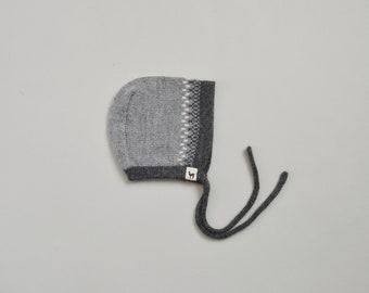Gray baby bonnet in 100% alpaca