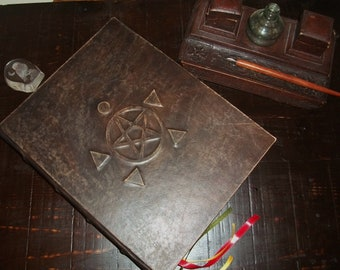 Leather book of shadows-sewn book -Pentacle and elements-grimorio-libro delle ombre, grimoire, blank pages, wicca