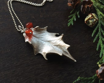 Sterling silver holly leaf necklace - christmas gift for her, holly leaves and berries pendant, botanical holly necklace